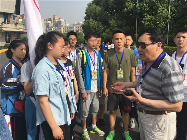 张林老师进行赛前动员图片