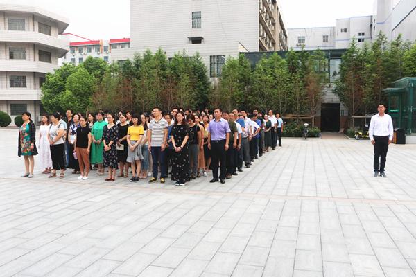 全体教职工参加此次开学典礼