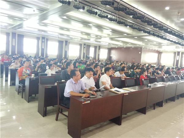 郑州市各学校政治教师专注听会
